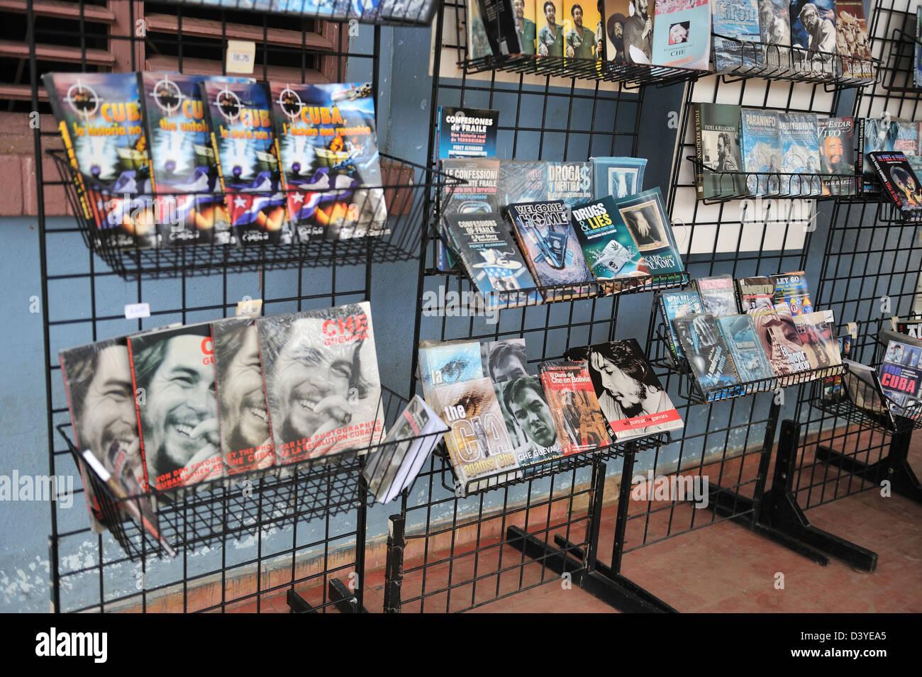 Market stand with propaganda materials, Vinales, Cuba - Stock Image