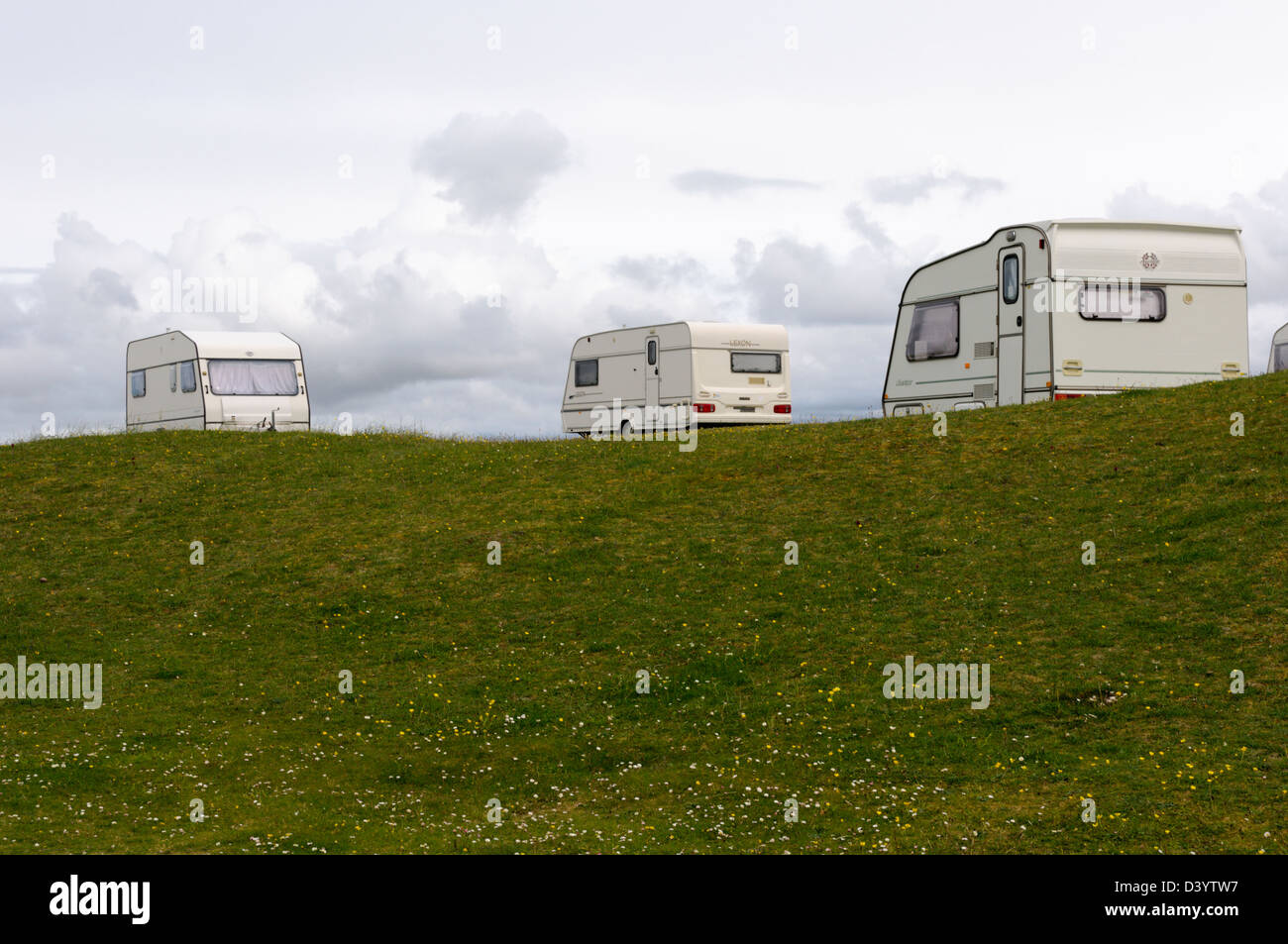 Touring caravans parked on the machair behind Tràigh na Beirigh on the west coast of the Isle of Lewis in the - Stock Image