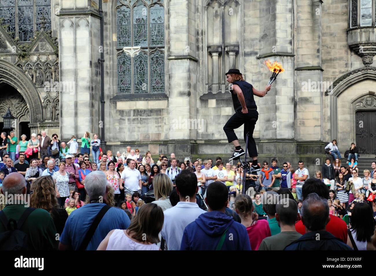 A street performer at the Edinburgh Fringe, Scotland, UK - Stock Image