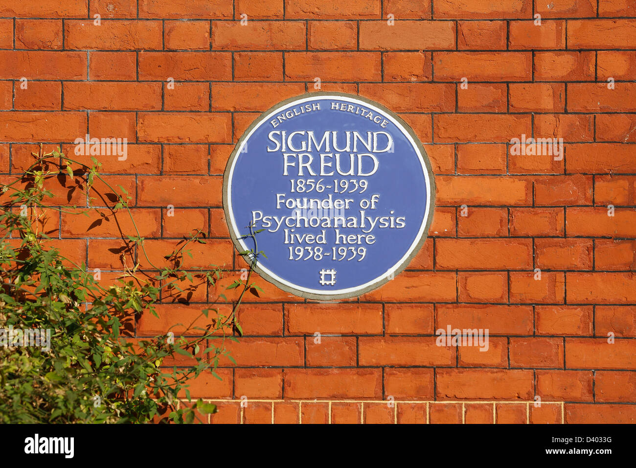 Blue plaque of Sigmund Freud is pictured on The Freud Museum in Hampstead, North London on February 27, 2013.  - Stock Image