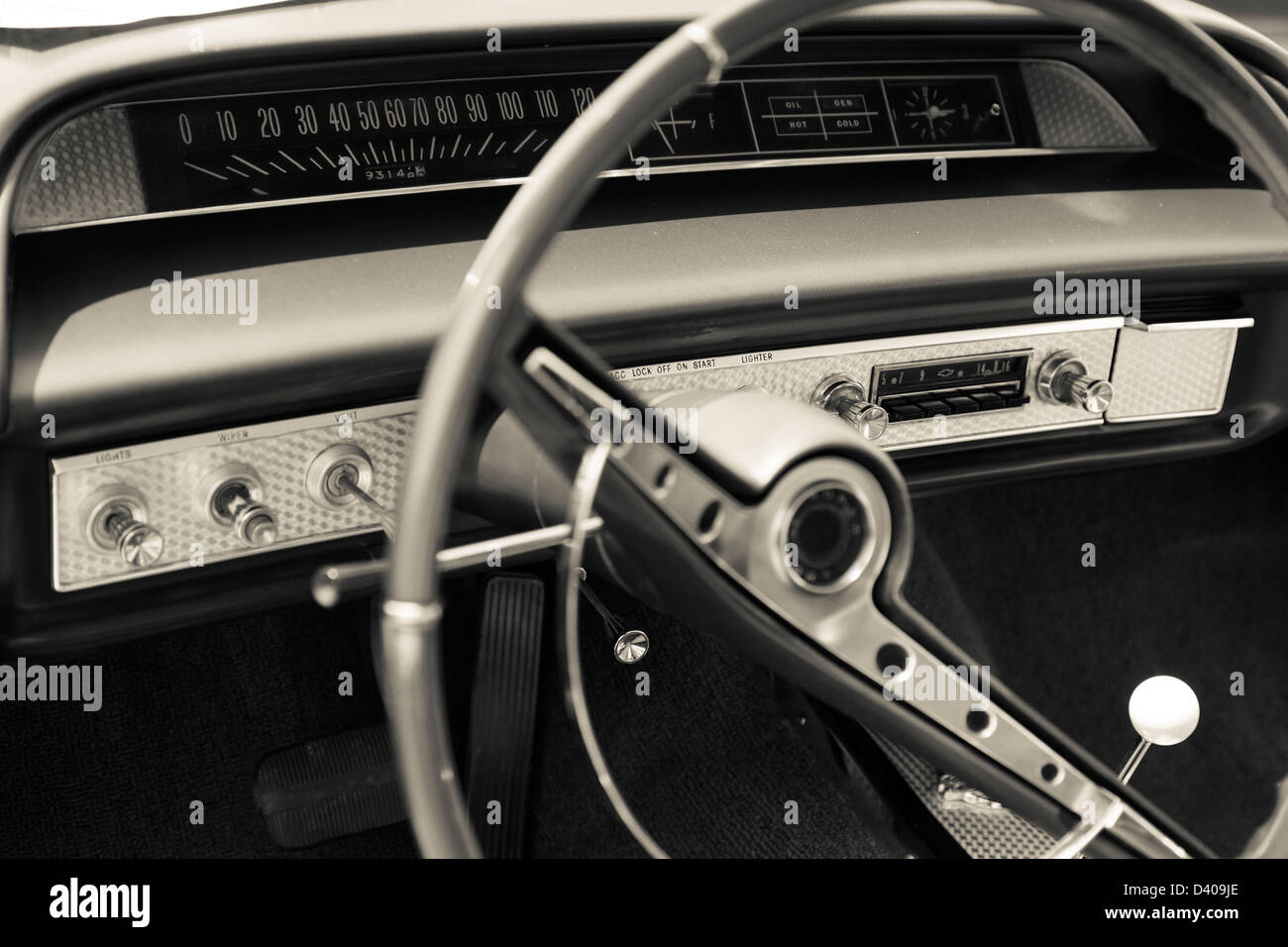 Old Car Radio Stock Photos Images Alamy Audio Dashboard Image