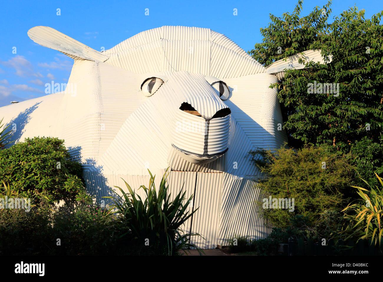 Corrugated iron big sheep building in Tirau, Waikato - Stock Image
