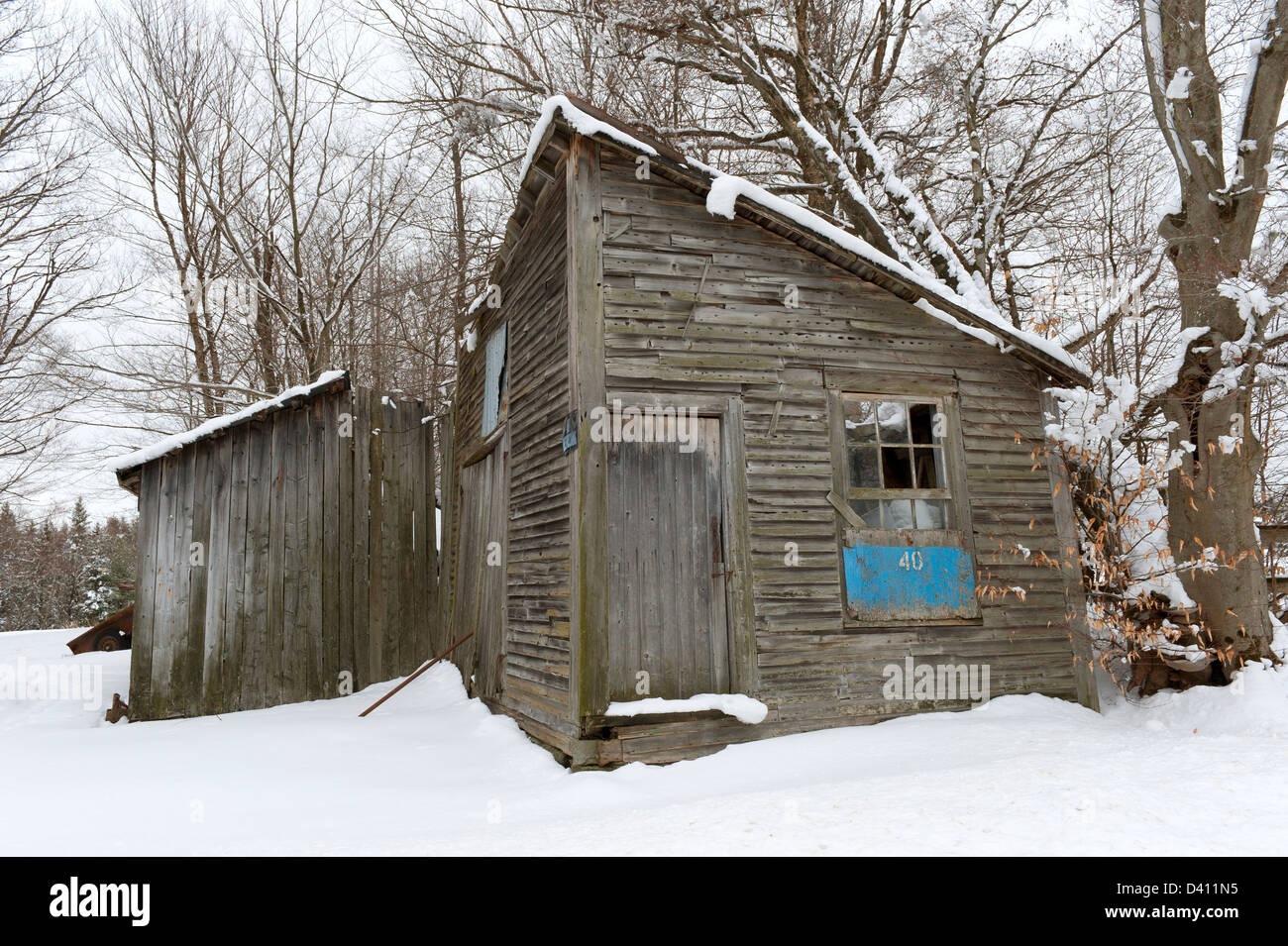 Old abandoned wooden shed, Eastern Townships, province of Quebec, Canada. - Stock Image
