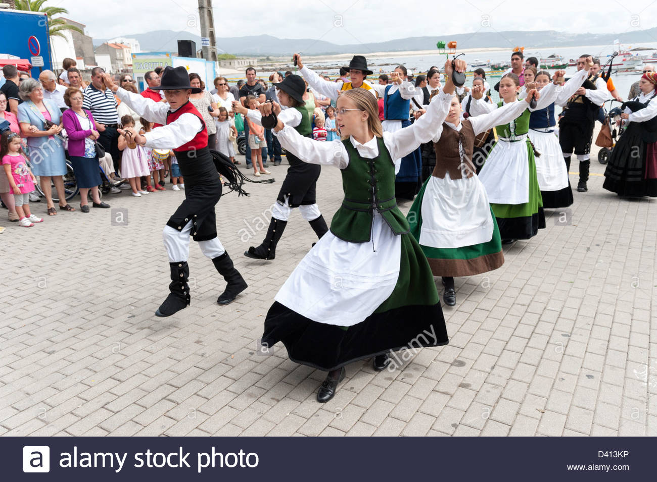 Children performing traditional folk dance during annual fiestas, Corrubedo, Rias Baixas, Galicia, Spain - Stock Image