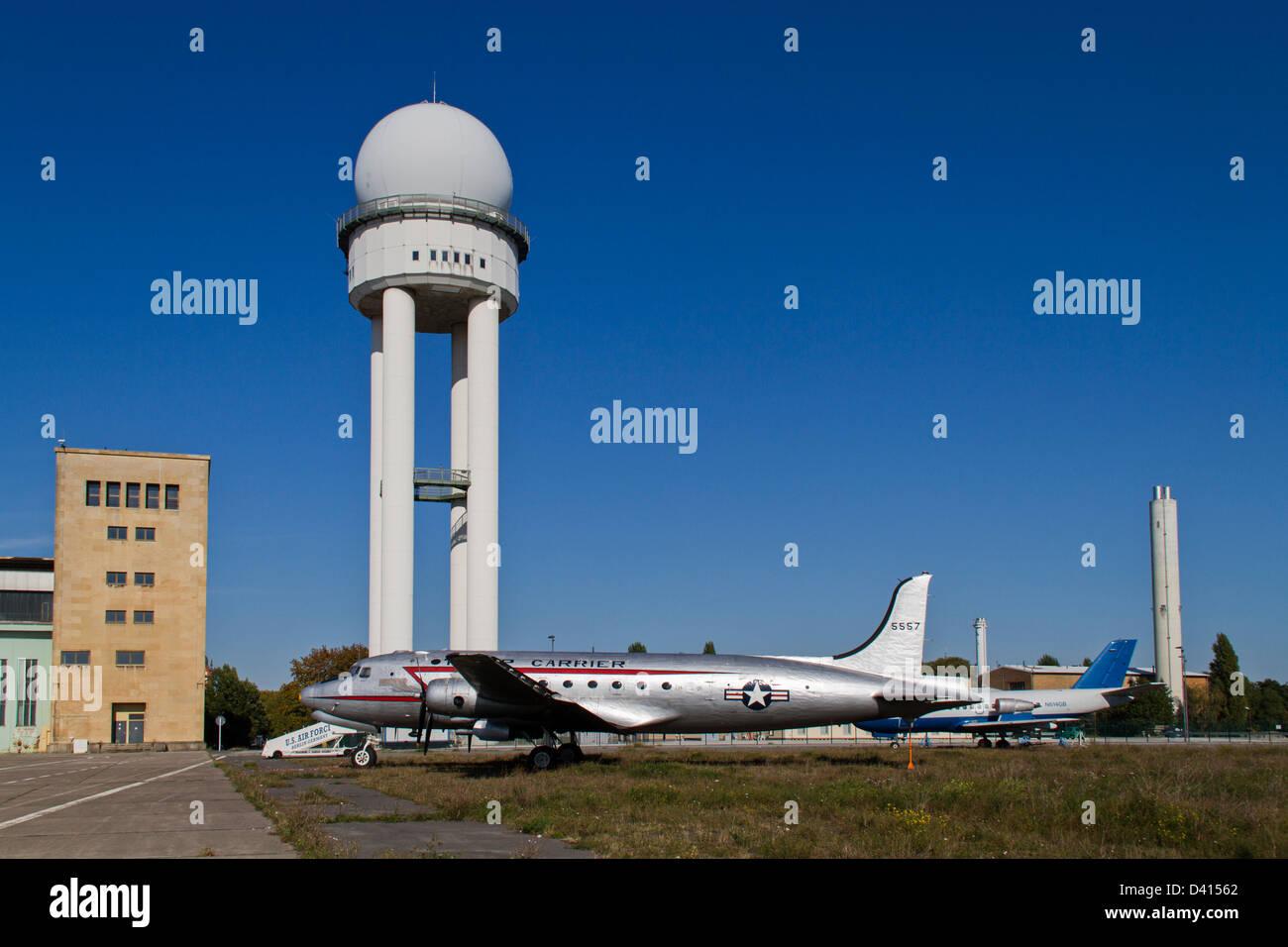 Tempelhof, DC3, Raisin Bomber, Rosinenbomber, Berlin, Germany - Stock Image