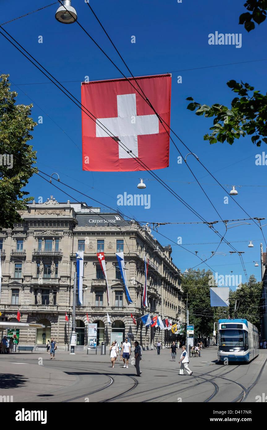 Credit Suisse bank, Paradeplatz, Swiss Flagg, Bahnhofstrasse - Stock Image