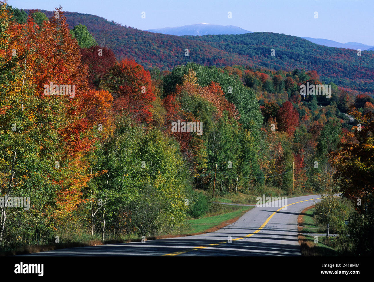 Elk280-1080 Vermont, East Vermont, rural highway with autumn foliage - Stock Image