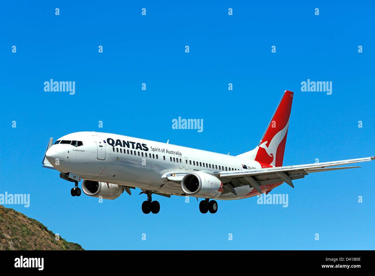 Qantas Boeing 737 landing at Wellington Airport - Stock Image