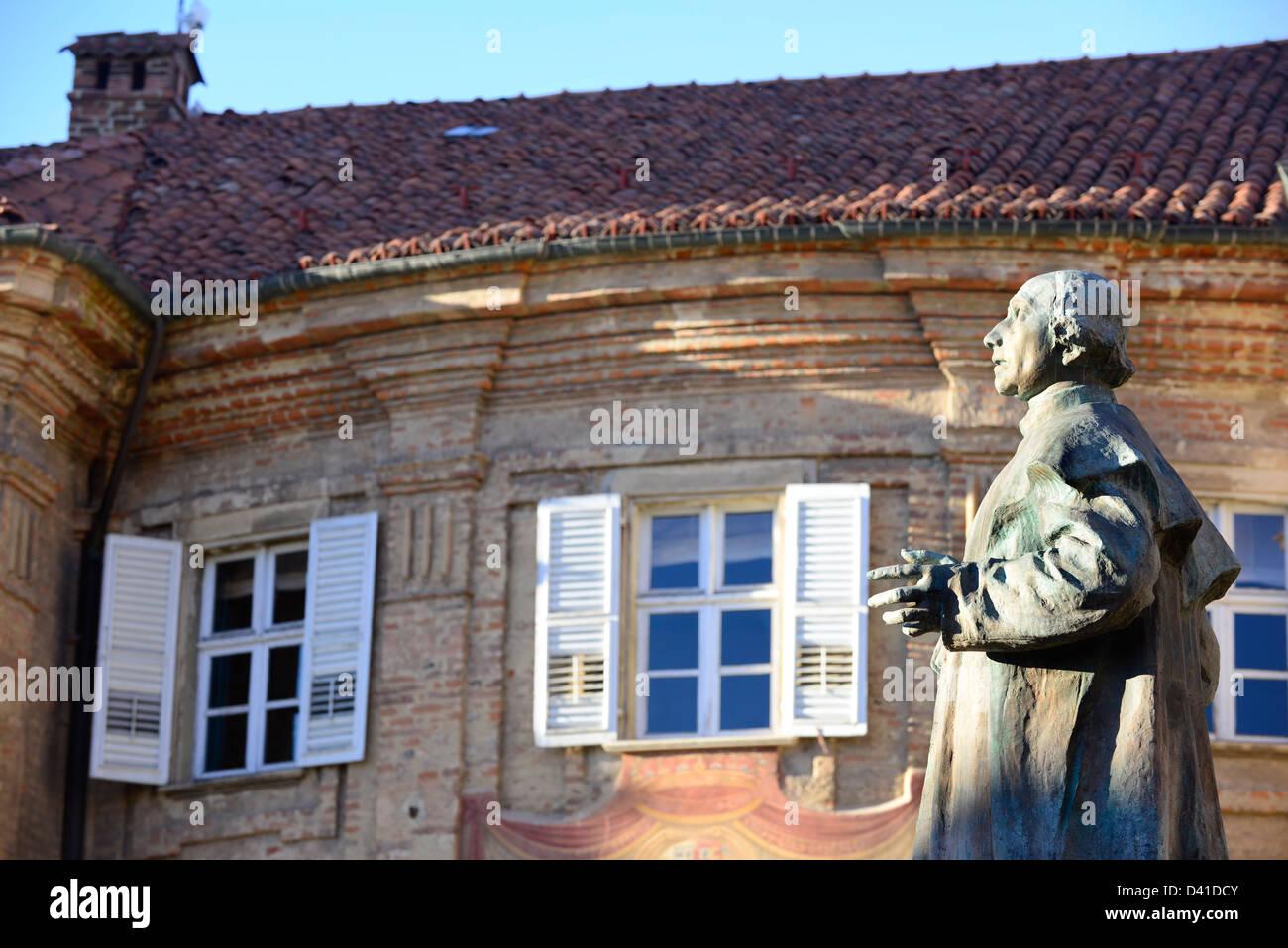 Bra municipality building in piazza caduti per la libertà. - Stock Image