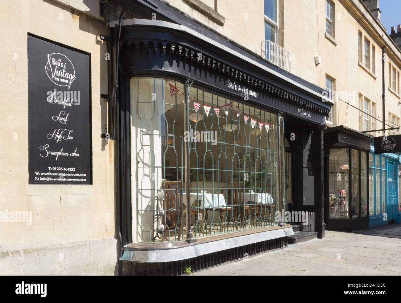 Beas Vintage tea rooms on Saville Row in Bath. Furnished and styled in 1930s-1940s period decor. - Stock Image