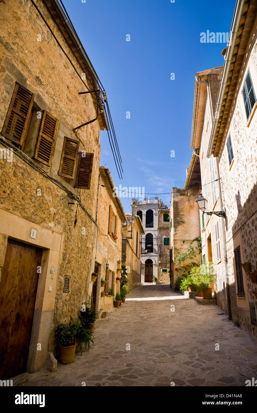 Traditional stone buildings line a street in Valldemossa, Majorca, Spain. - Stock Image