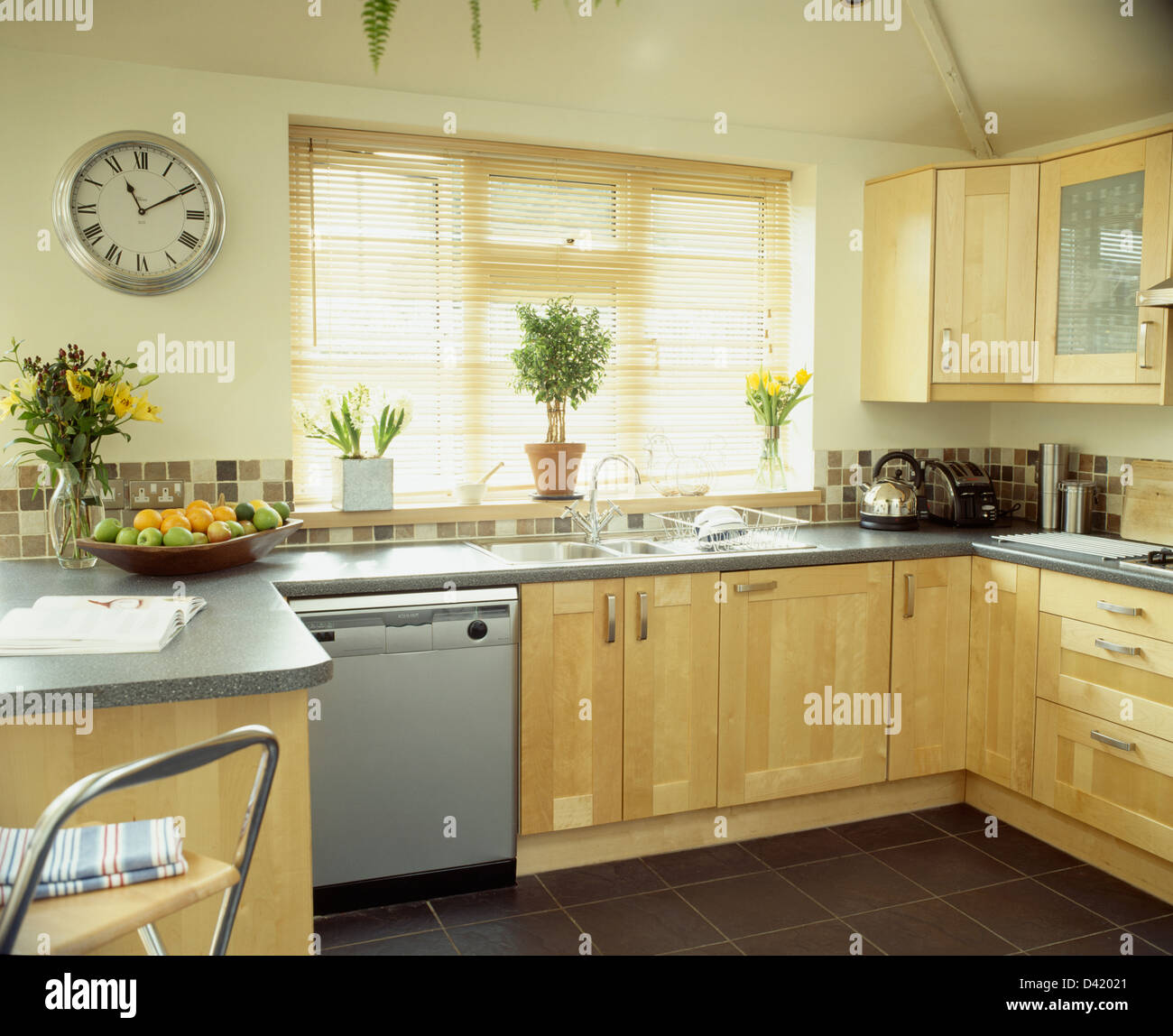 Granite Kitchen Worktops Images: Circular Wall Clock In Modern Pale Wood Kitchen With