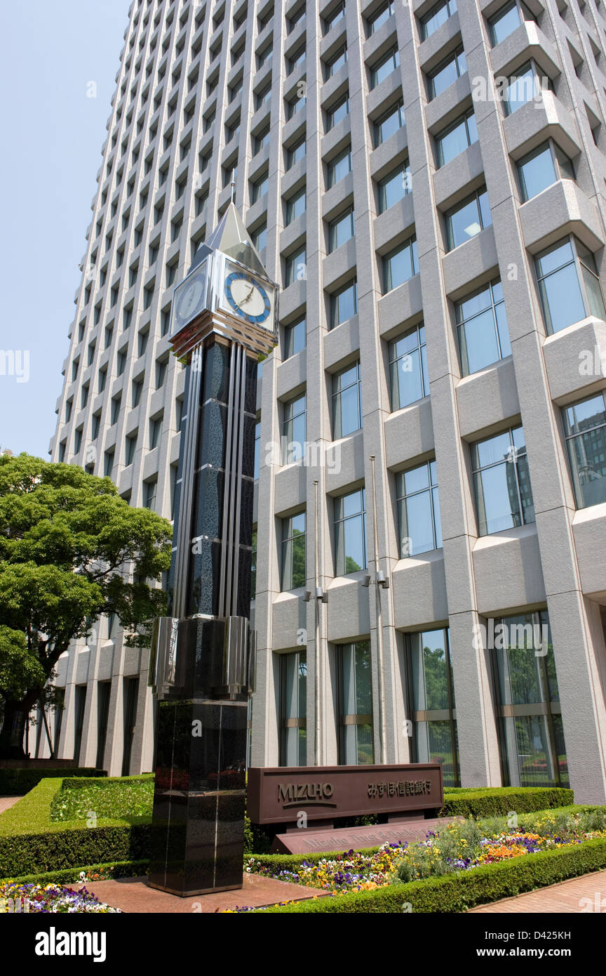 Skyscraper of Mizuho Bank at the Yaesu exit side across the street from Tokyo Station. - Stock Image