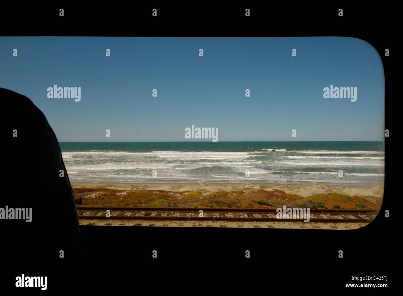 amtrak-train-ocean-view-california-D425T