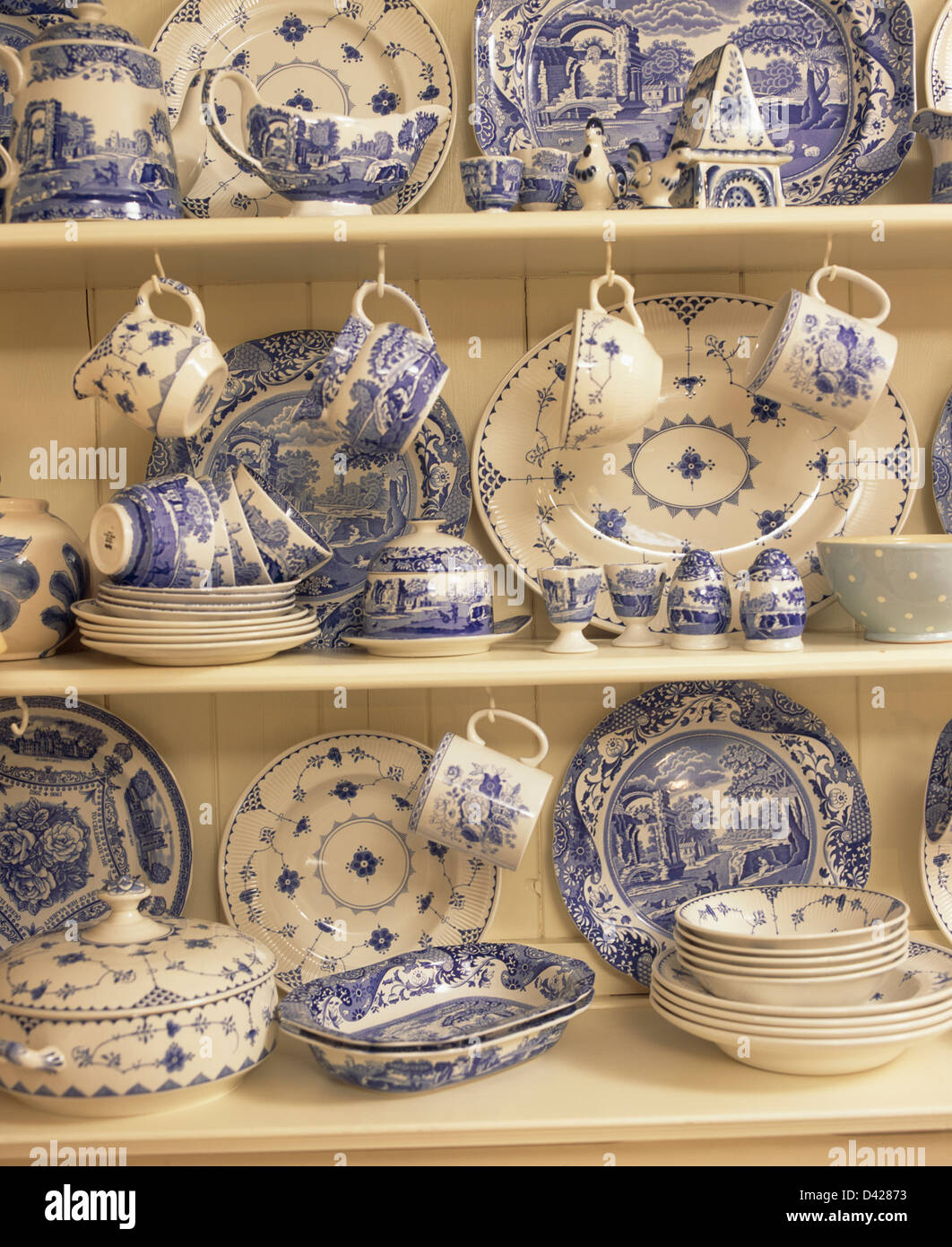 Collection of blue and white Spode u0027Italianu0027 china on cream shelves & Collection of blue and white Spode u0027Italianu0027 china on cream shelves ...