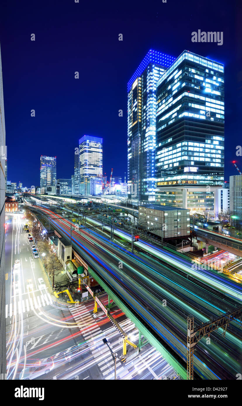Elevated train lines and traffic in Ginza, Tokyo, Japan. - Stock Image