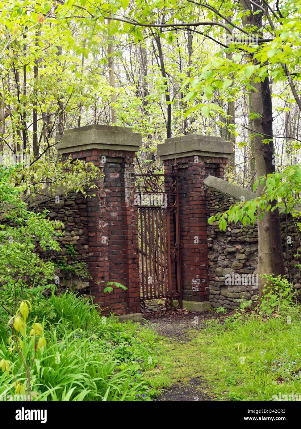 Canada,Ontario,Niagara-on-the-Lake, gate to an estate - Stock Image