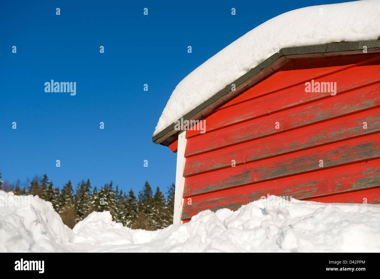 Schierke, Germany, a snowed-in, red-painted wood cabin - Stock Image