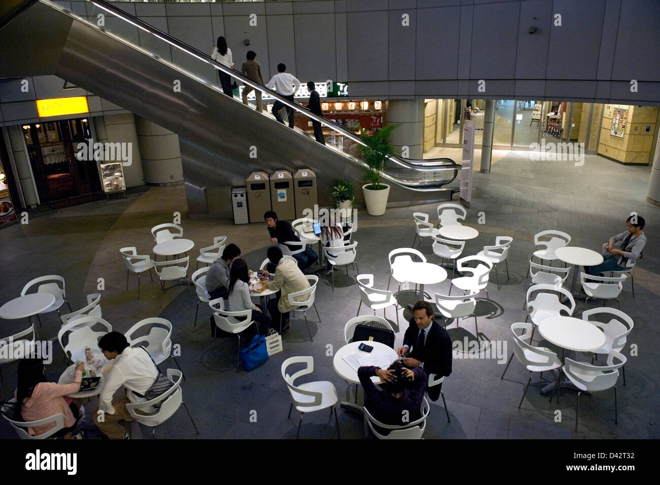 Casual waiting area at Roppongi Hills, the upscale residential and shopping complex in Roppongi, Tokyo. - Stock Image