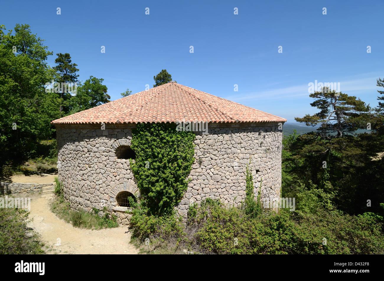 Circular Ice House or Round Icehouse La Glacière de Pivaut Massif de Sainte-Baume Mazaugues Var Provence France - Stock Image