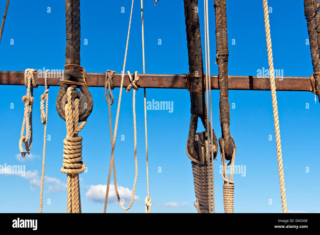 Sailboat wooden rigging, masting and ropes - Stock Image