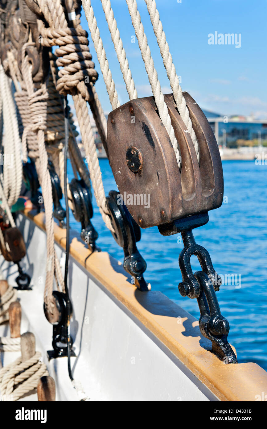 Ancient wooden sailboat pulley and ropes detail - Stock Image