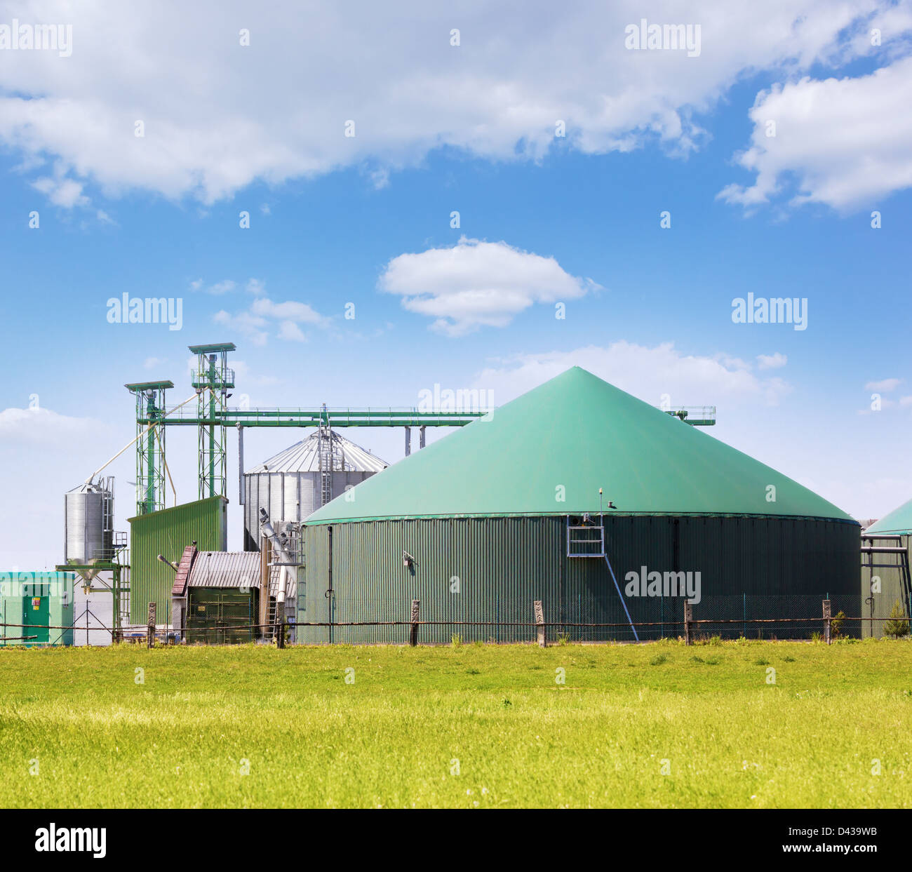 Biogas Digester Stock Photos & Biogas Digester Stock Images - Alamy