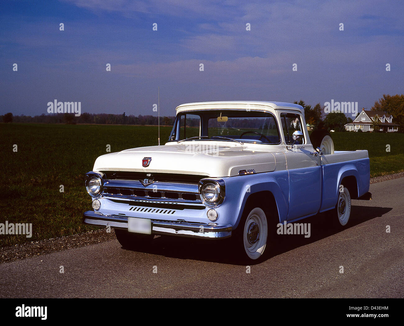 Ford F 100 Pickup Truck Stock Photos & Ford F 100 Pickup