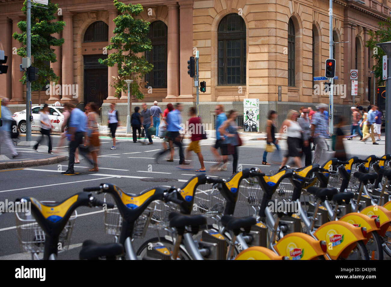 Brisbane city pedestrians & traffic - Stock Image