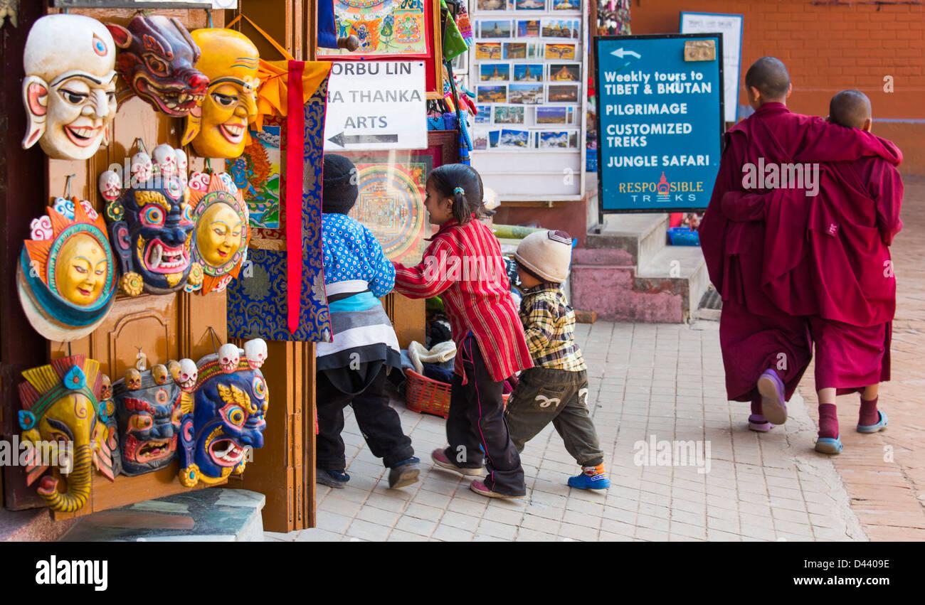 Monks and kids at Bodhanath Stupa, Kathmandu, Nepal - Stock Image