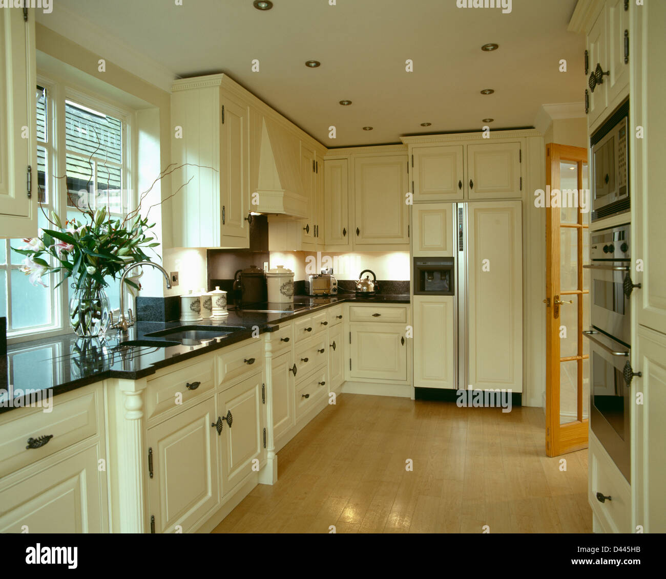 Cream Kitchen Black Worktops: Cream Units With Black Granite Worktops In Kitchen With