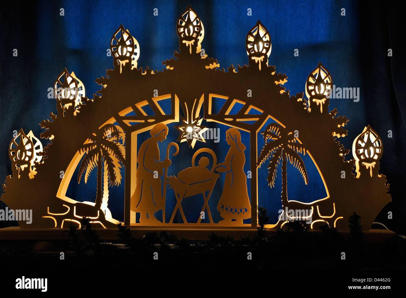 Weihnachtsdeko Schwibbogen.View Of A Schwibbogen In The Christmas House In Görlitz Germany