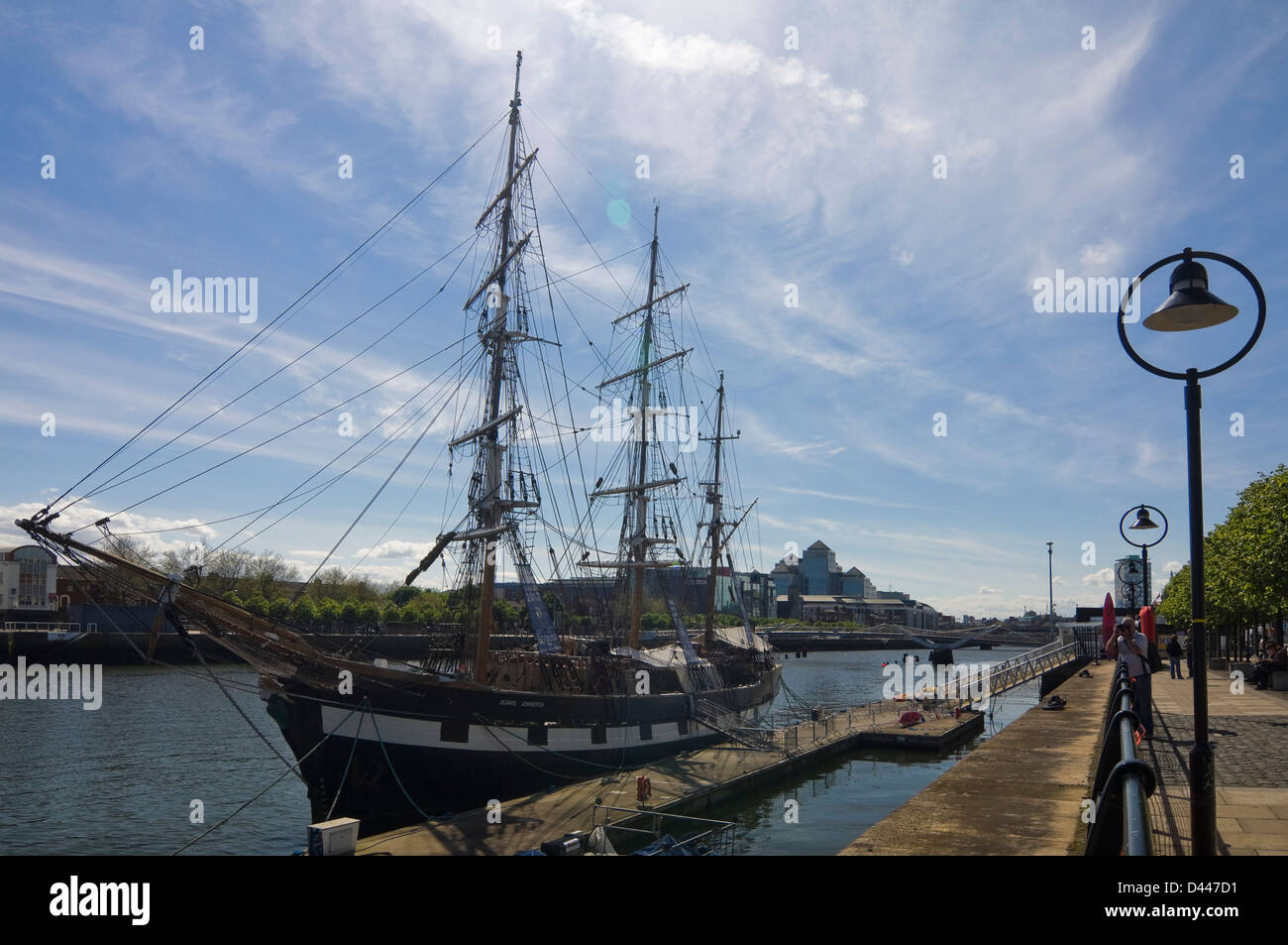 Horizontal view of the Jeanie Johnston replica housing the Tallship and Famine Museum on the Quayside in Dublin. - Stock Image