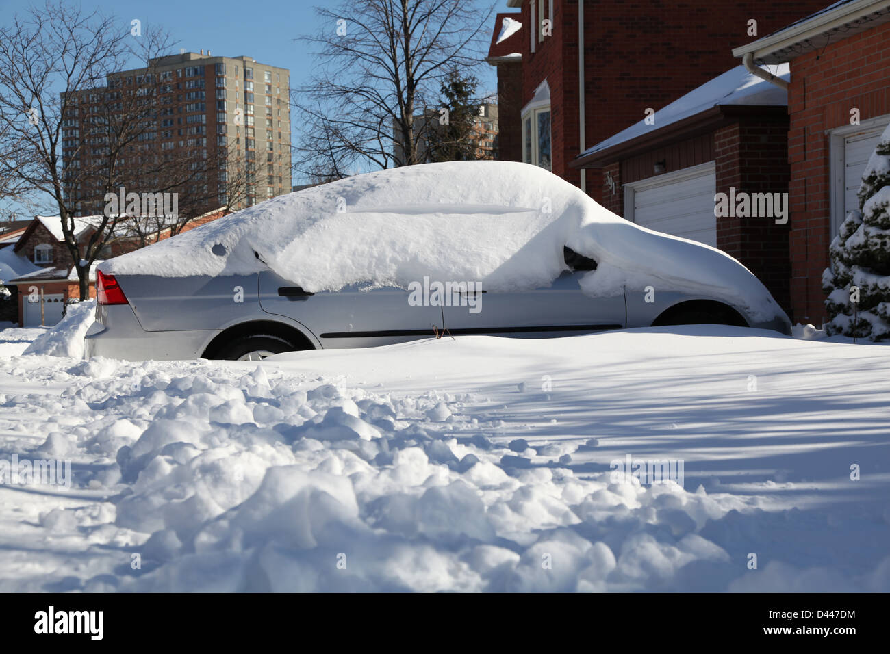 parked car cover snow - Stock Image