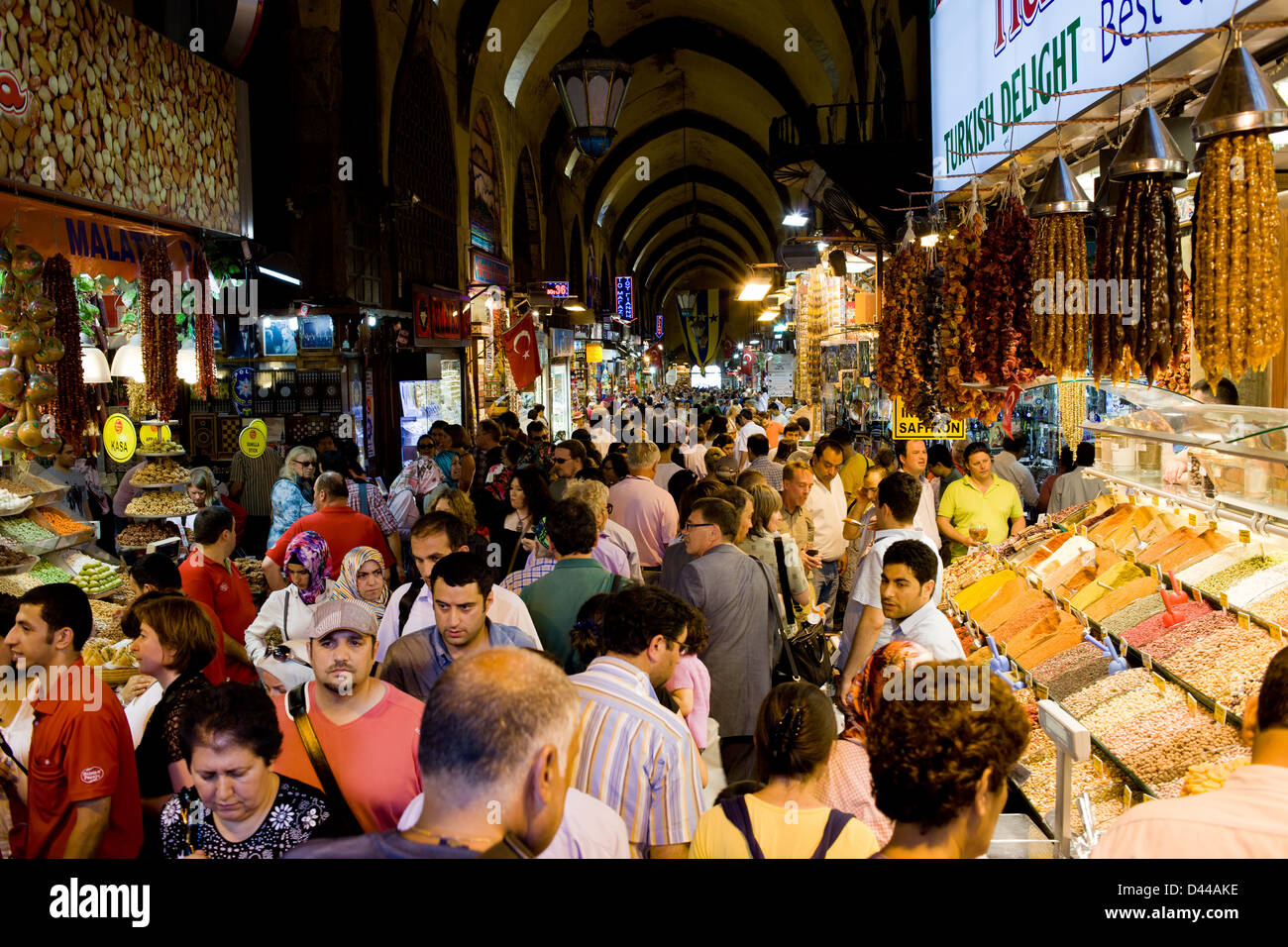Egyptian Bazaar (Spice Market) crowded with people in Istanbul, Turkey. - Stock Image