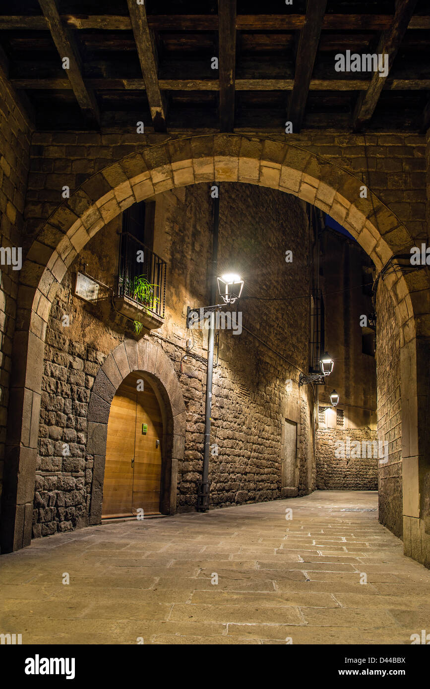 Night view of a picturesque corner in Barri Gotic district, Barcelona, Catalonia, Spain - Stock Image