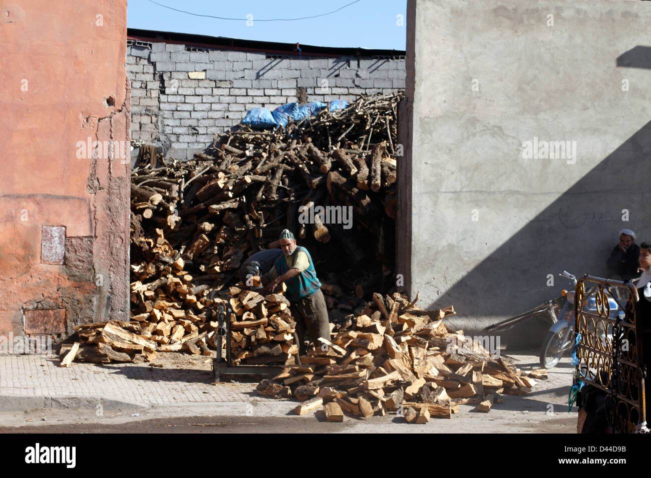 Manual labor chopping firewood - Stock Image