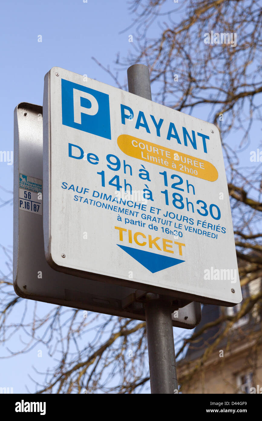 French metered parking sign at Vernon, Eure, Normandy, France - Stock Image