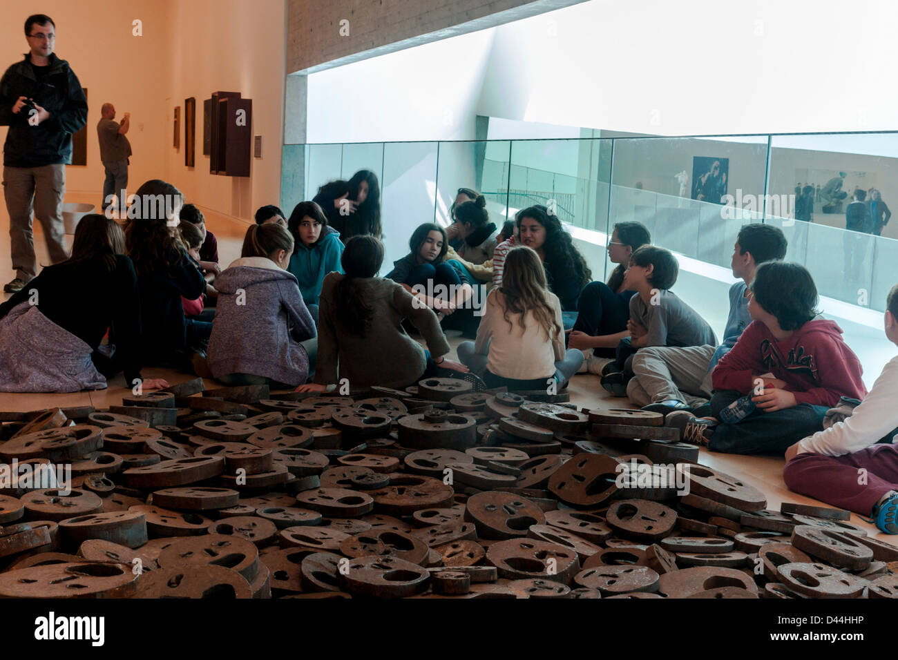 Israel. A group of school pupils near an artwork at the Tel-Aviv museum of art. - Stock Image