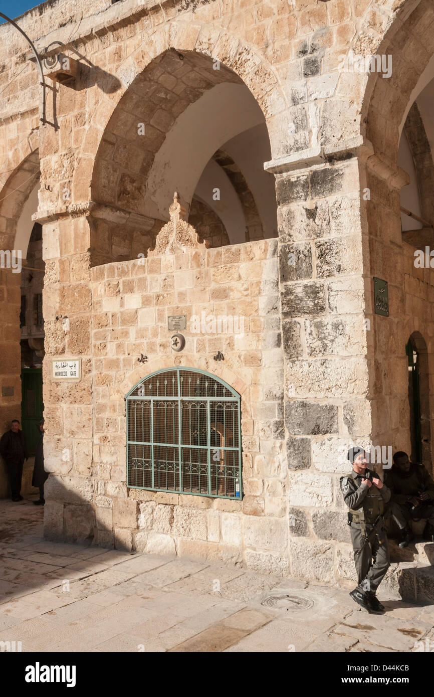 Jerusalem, Israel. Two Israeli paramilitary police stand near the 'Moroccan gate' on the temple mount. - Stock Image