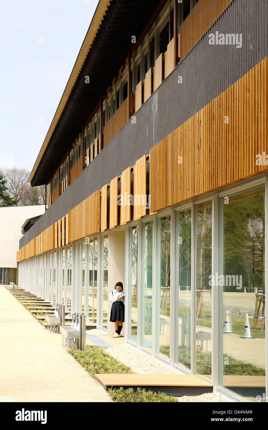 Teikyo University Elementary School, Tokyo, Japan. Architect: Kengo Kuma,  2012. Side View With Student.