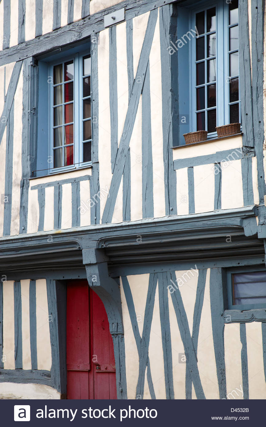 Old house half-timbered in the old city of Auxerre, Yonne, Bourgogne, France - Stock Image