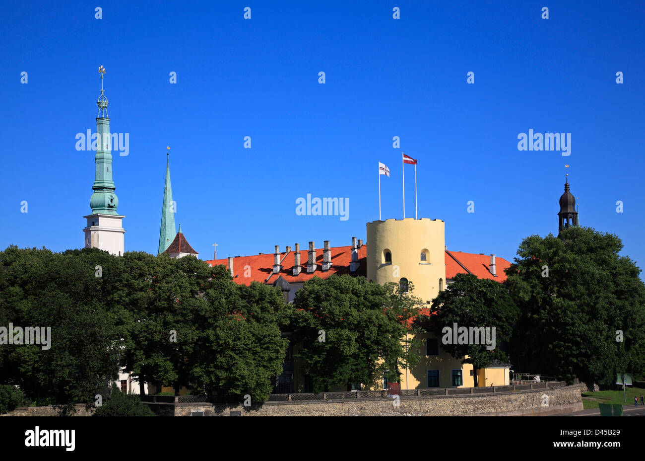 View from Daugava-Bridge to Riga Castle, Rigas pils, the residence of the Latvian  government and the Latvian President - Stock Image