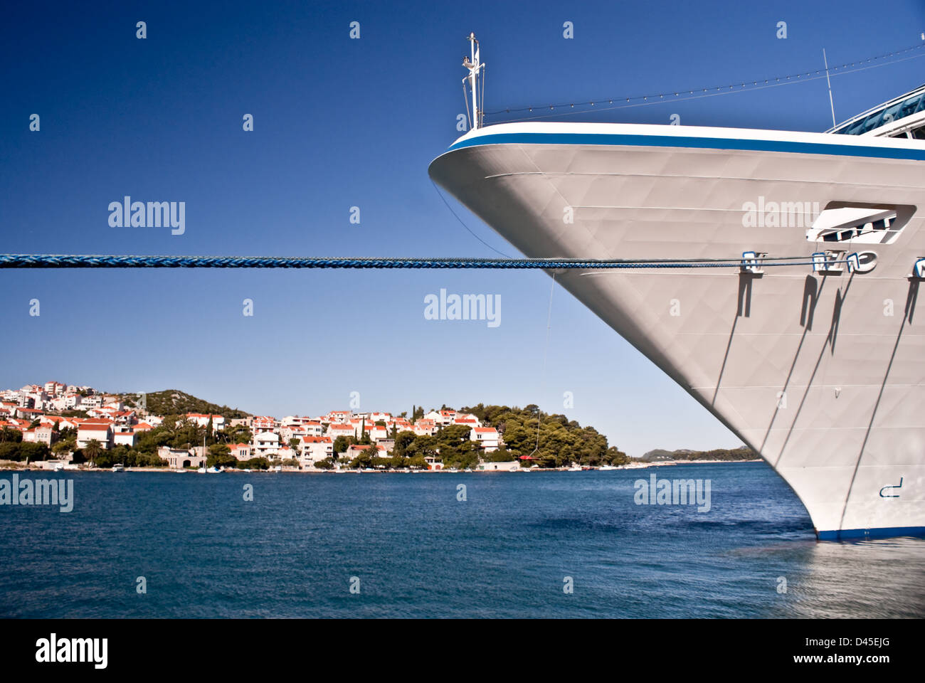 Cruise ship's bow with Dubrovnik in background - Stock Image