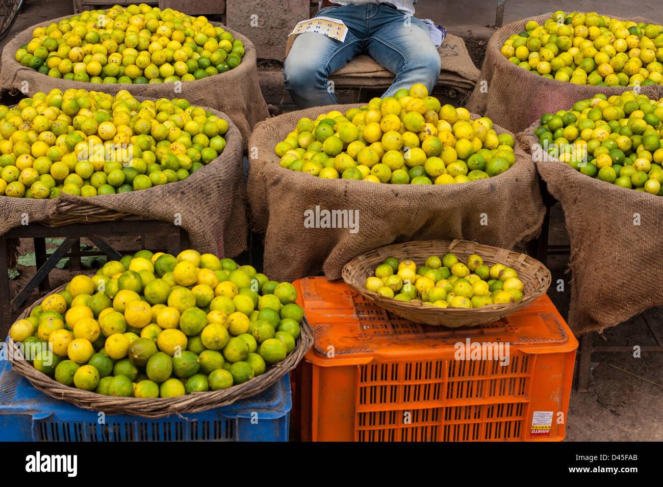 lemons at an fruit market, Varanasi, India - Stock Image