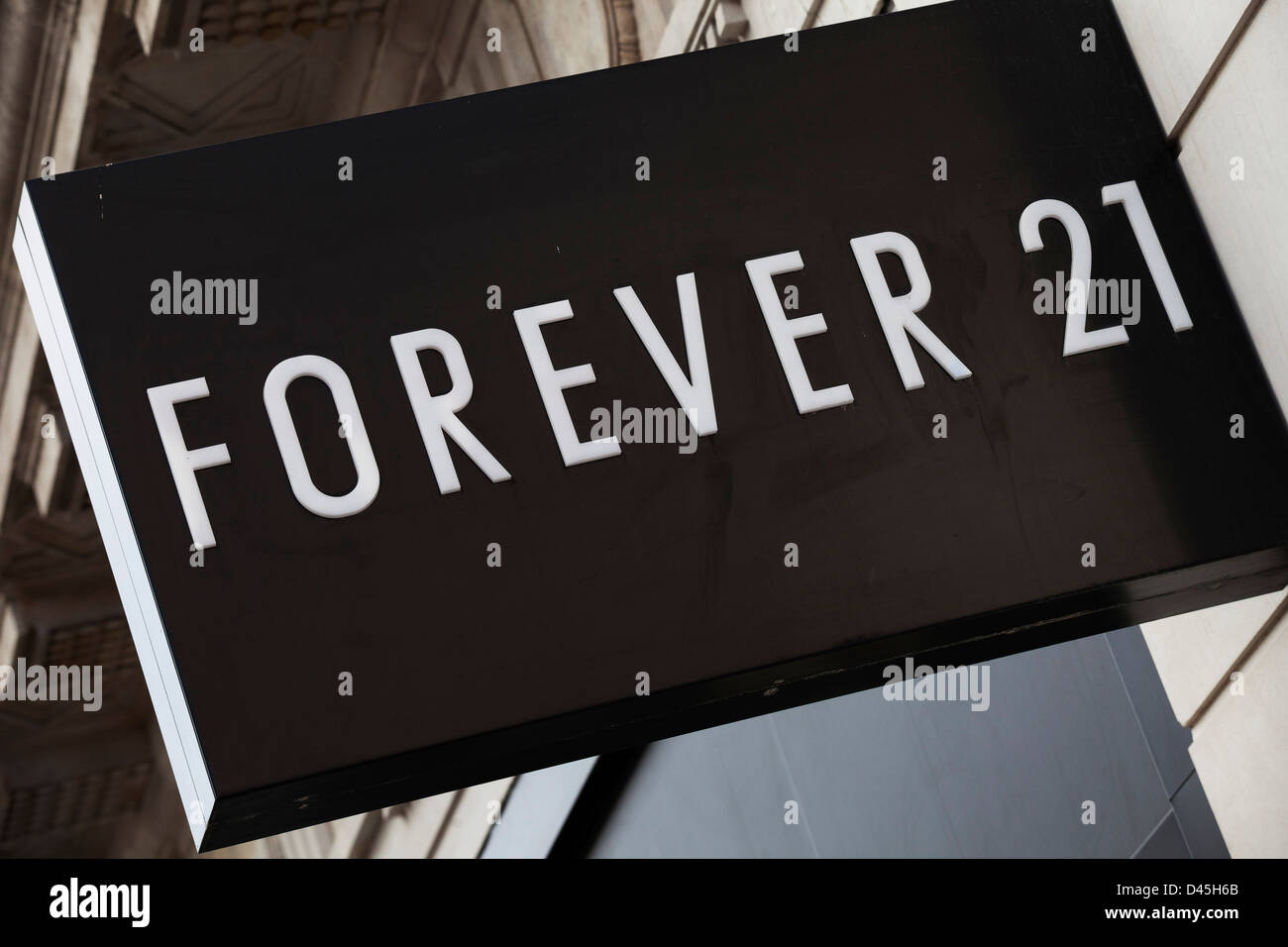 sign for clothes shop forever 21 stock photo 54212995 alamy