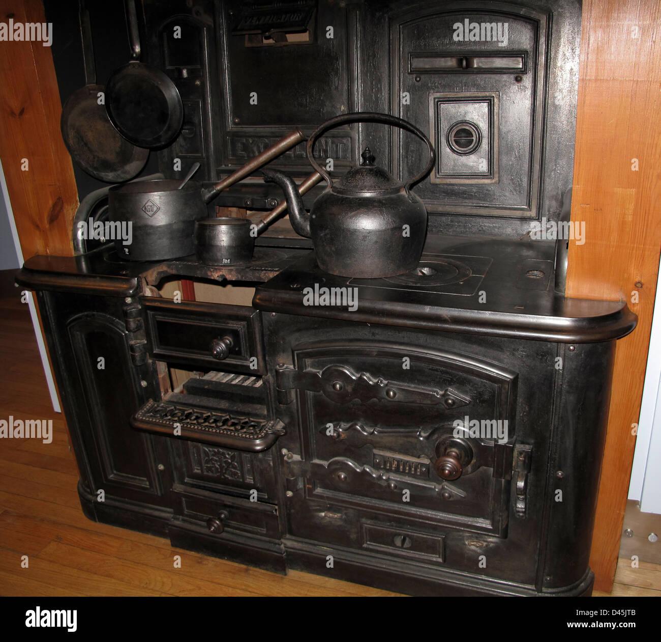 Amazing Old Cast Iron Kitchen Range