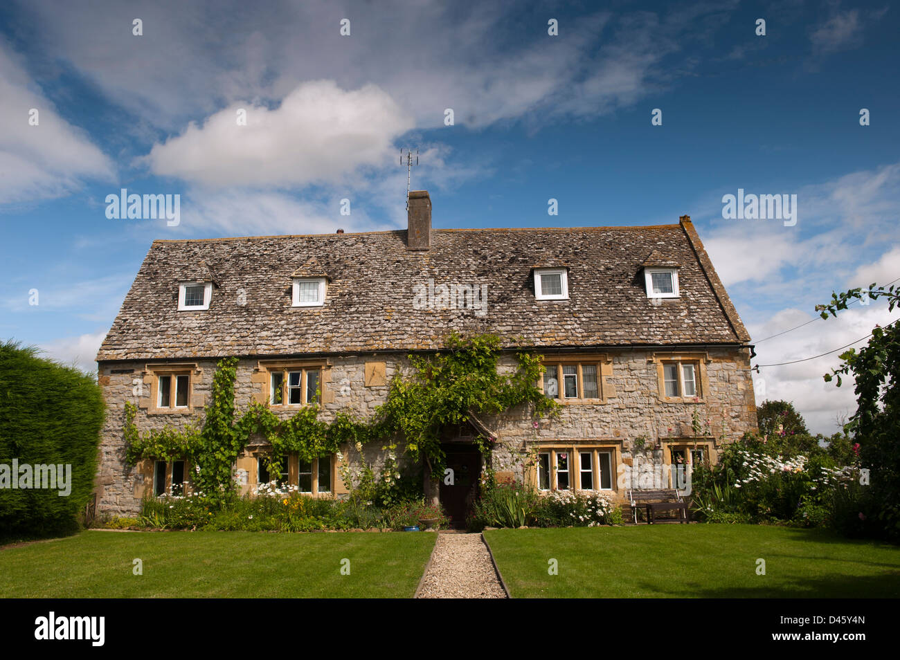 Traditional country cottage in the Cotswolds, UK. - Stock Image
