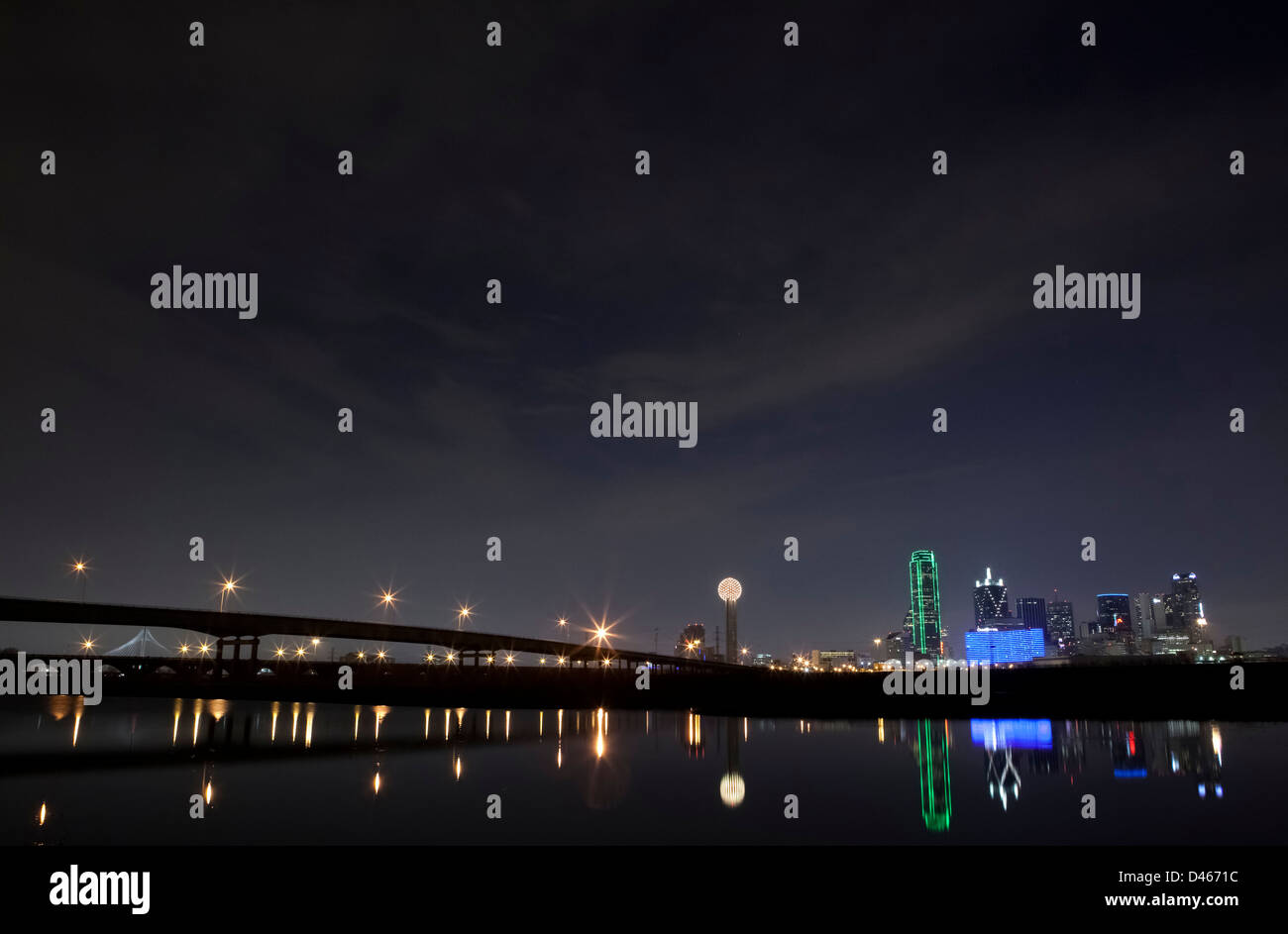 Dallas skyline at night with Margaret Hunt Hill Bridge, Dallas, Texas USA - Stock Image