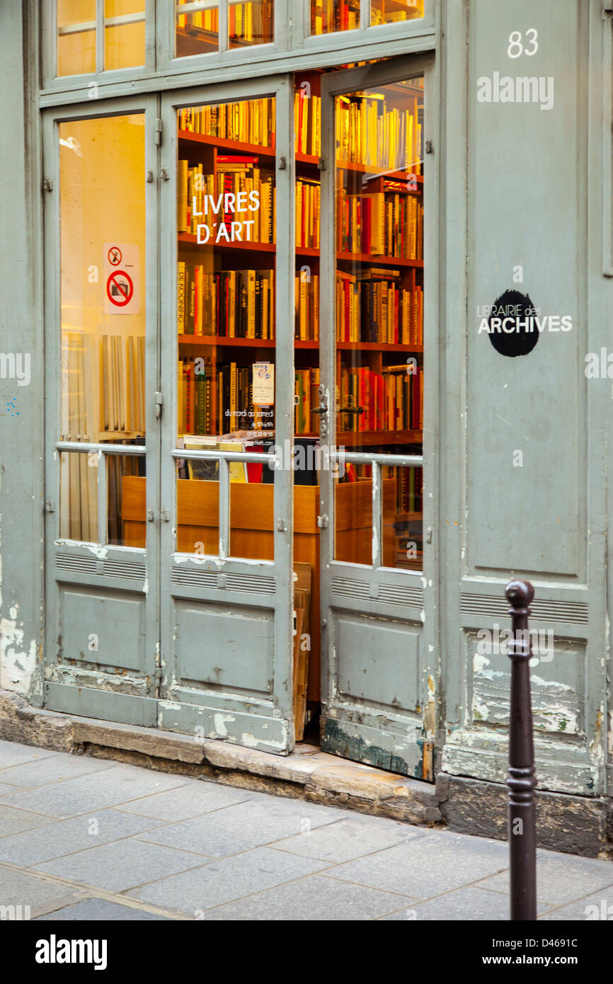 Old world bookstore in Les Marais district of Paris France - Stock Image